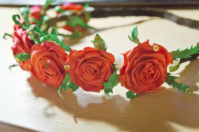 Как сделать венок с розами из фоамирана своими руками