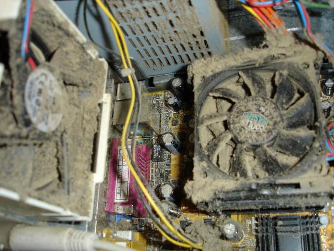 Своевременная чистка компьютера защитит от перегрева
