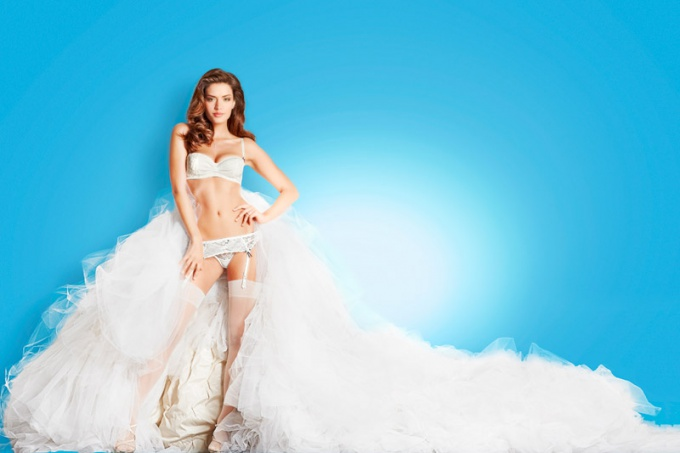 How to choose clothes for a wedding dress