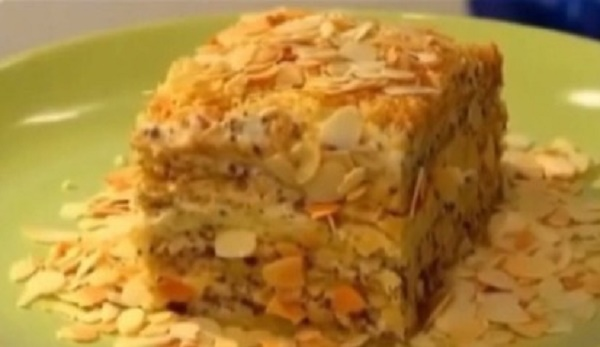 Практически в каждой российской семье есть свой оригинальный рецепт торта «Наполеон», который передаётся из поколения в поколение. Предлагаю вашему вниманию рецепт приготовления быстрого и вкусного торта «Наполеон» с кремом на основе «Маскарпоне».