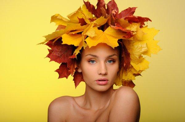 Как сплести венок из листьев клена