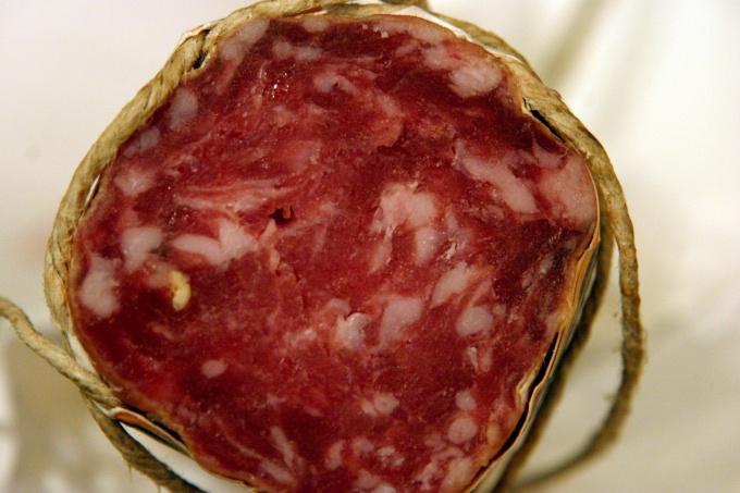 Как выбрать сырокопченую колбасу
