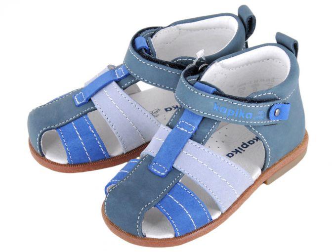 Лучший вариант детской обуви - сандалии с жесткой пяткой и липучками