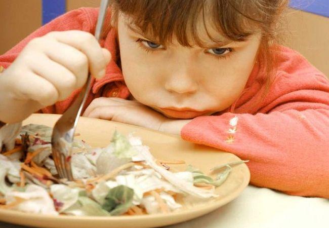 Накормить капризного ребенка помогают маленькие хитрости