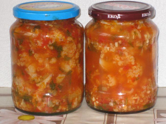 Консервированный салат из овощей в томатном соке