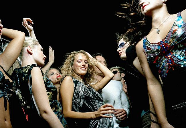 Веселые танцы - традиционный способ обмануть злых духов