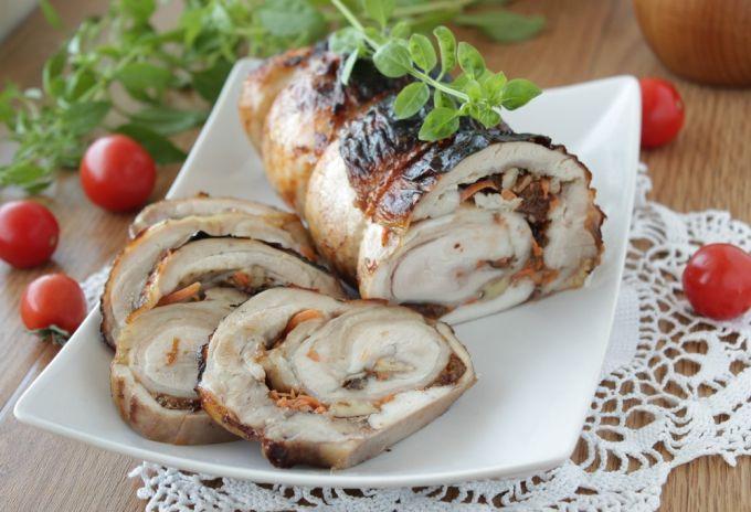 Рулет из куриного мяса с орехами