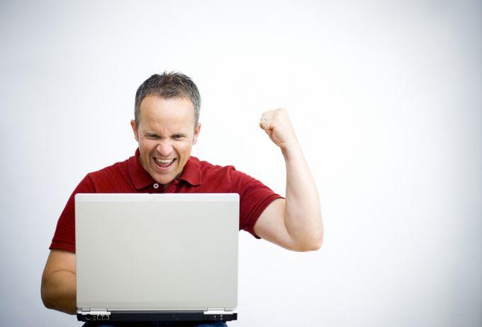 Попробуйте очистить диск С от ненужных файлов в Windows 7
