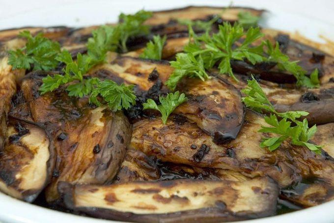 Попробуйте приготовить баклажаны быстро и вкусно на сковороде