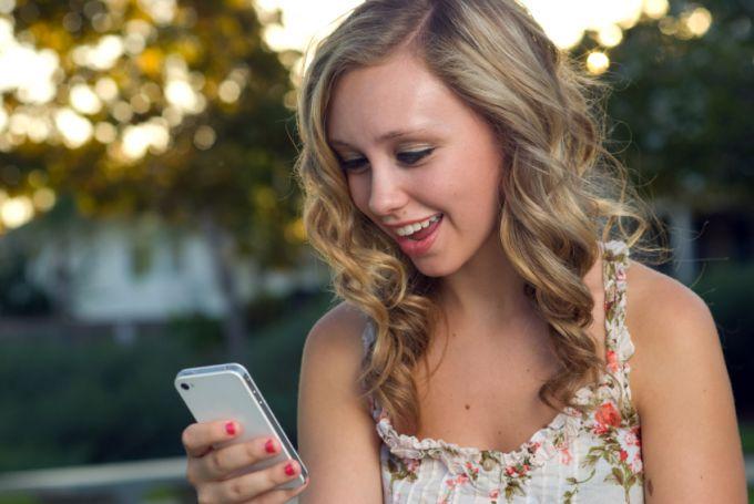 Можно пополнить счет телефона с карты Сбербанка через СМС на 900