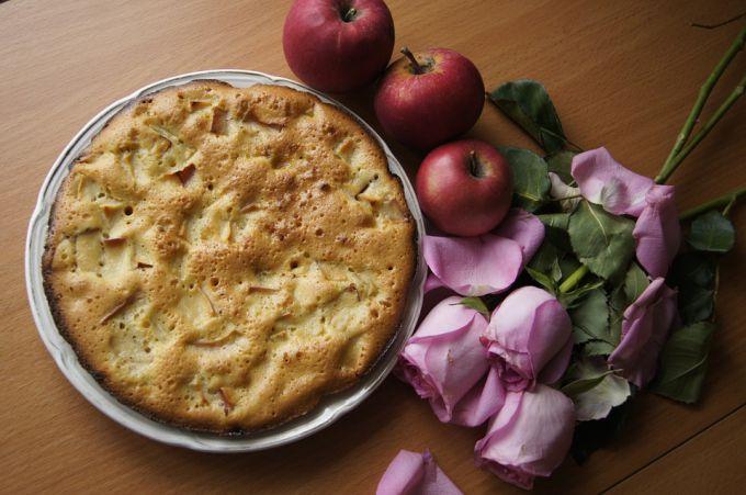 Идеальная пышная шарлотка с яблоками - проверенный рецепт