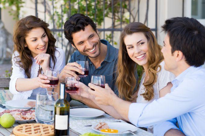 как вежливо выпроводить гостей из дома