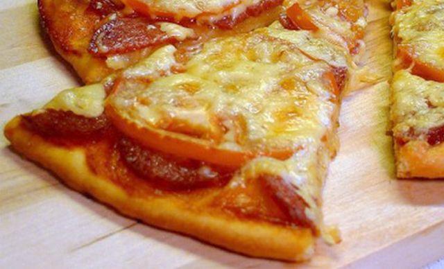 Рецепт очень быстрой пиццы на сковороде