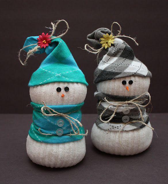 Декорируйте получившегося снеговика по своему желанию