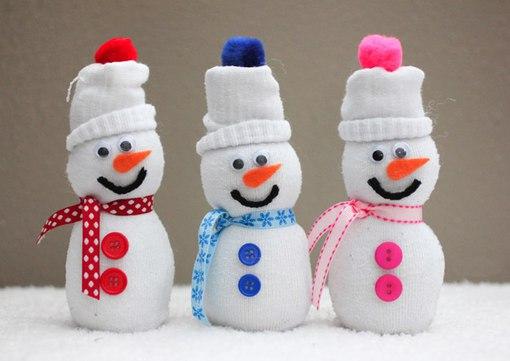 Самодельный снеговик из носков - чудесное украшение новогодних праздников