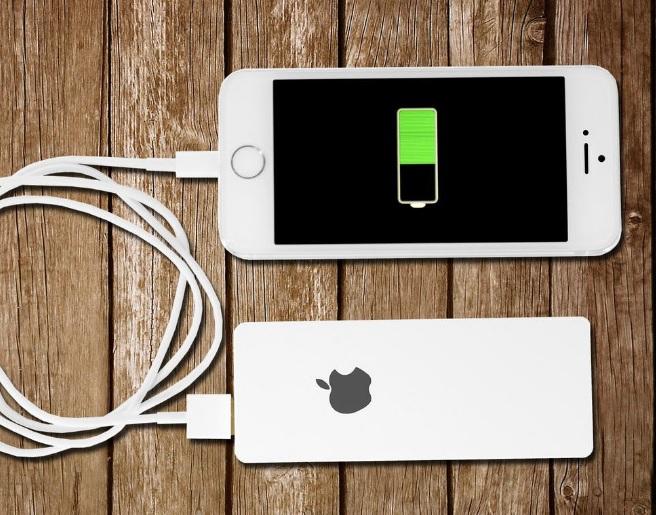 Как без зарядки зарядить iPhone