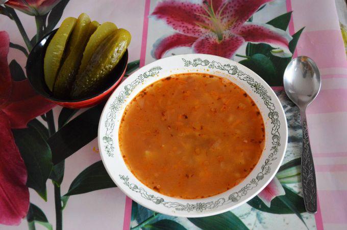 Суп из фасоли с перловкой и томатным соусом