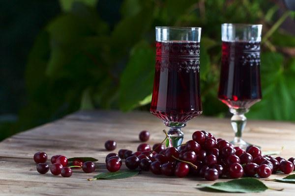 Как в домашних условиях из вишни сделать вино