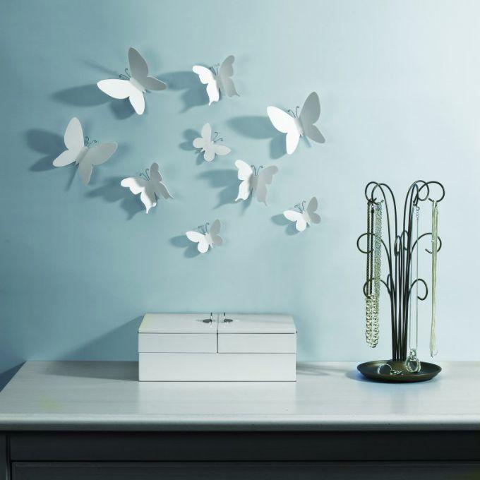 Выбирая декор, важно учесть, в каком стиле выполнен дизайн комнаты