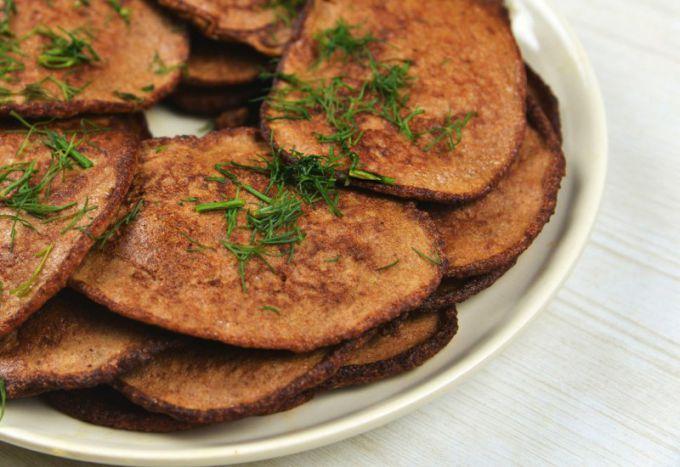Оладьи из печени почти всегда получаются нежными и сочными