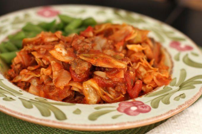 Капусту с картошкой вкусно потушить в помидорном соусе