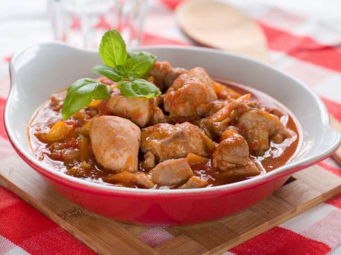 Курица с картошкой - любимое блюдо и в будни, и в праздники