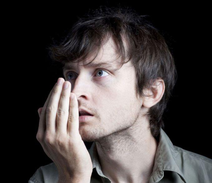 Запах перегара доставляет неприятные ощущения и окружающим, и себе