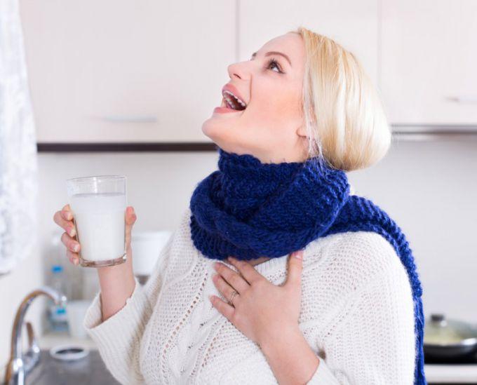 При лечении гнойных пробок показано частое полоскание горла