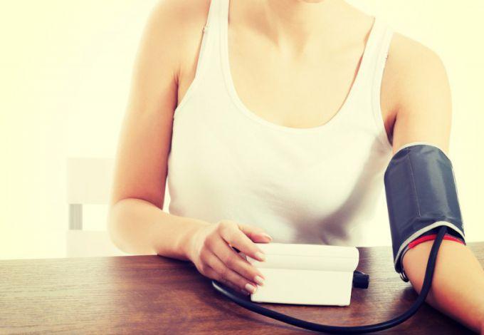 Как понизить давление в домашних условиях быстро и без лекарств