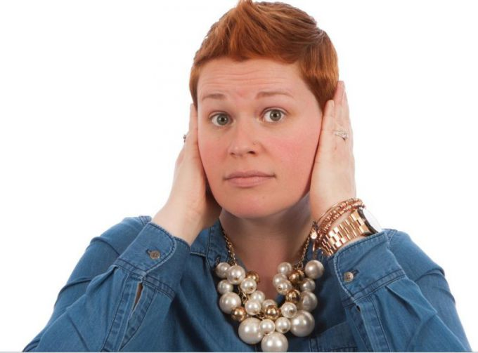 Боль в ушах и тугоухость могут говорить о серной пробке