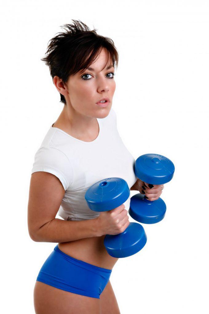 Упражнения с гантелями делайте по 10-20 раз