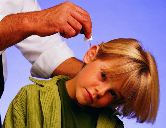 Как лечить ухо камфорным маслом