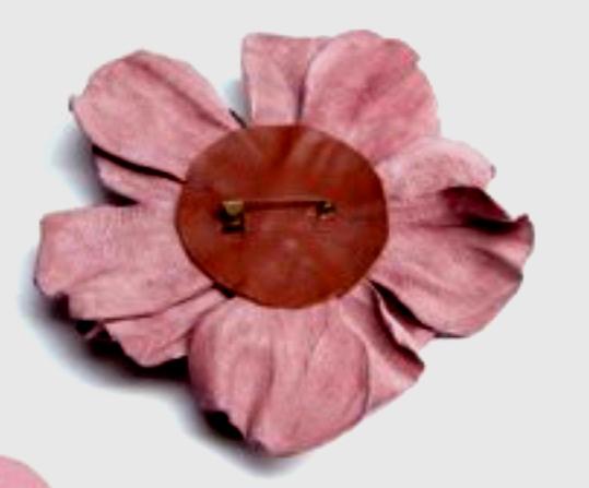 Как сделать цветок-брошку из кожи