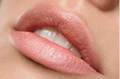 How to lighten the skin of lips