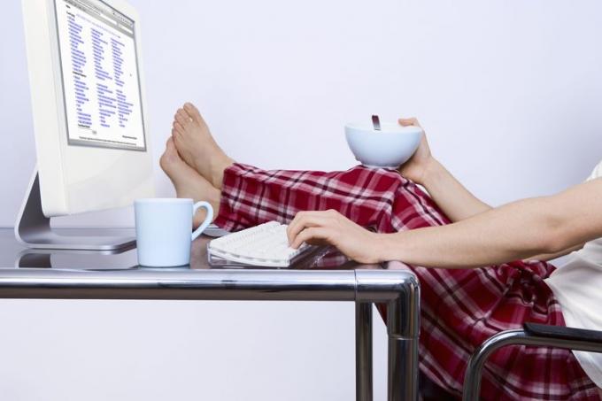 Работать можно и в пижаме. Но лучше переодеться