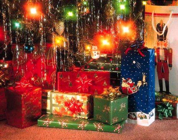 Что подарить родственникам на Новый год