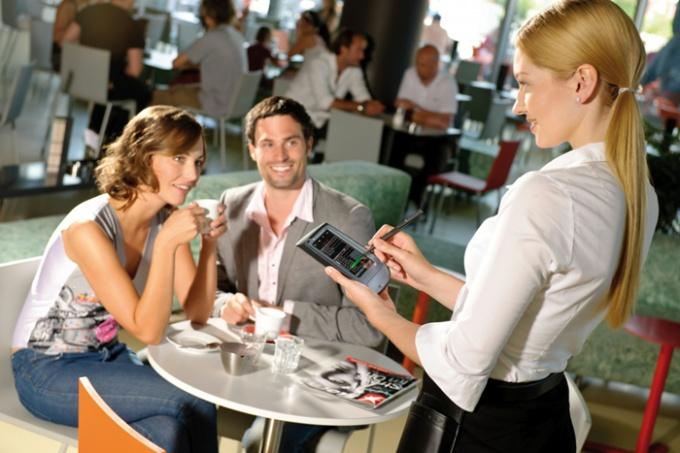 Работа официантом: плюсы и минусы