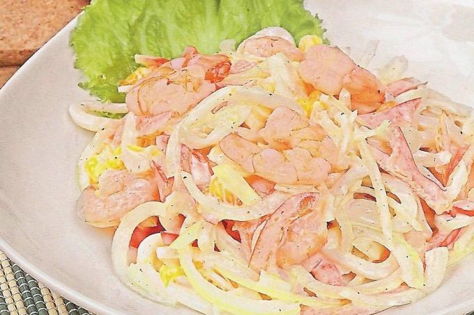 """Как приготовить салат с морепродуктами """"Нептун"""""""
