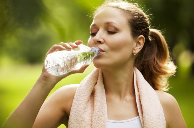 It is important to drink water throughout the day to lose weight