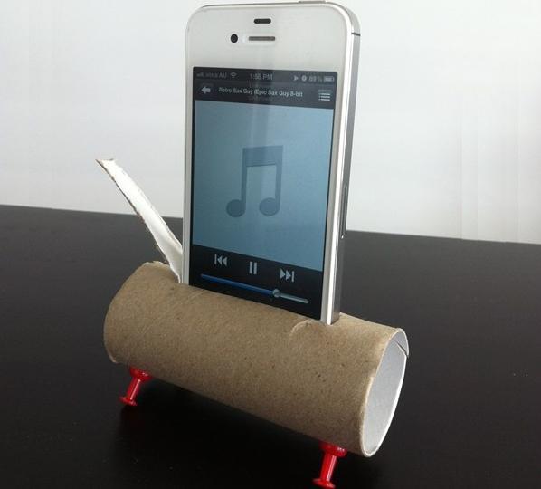 Два способа сделать подставку для смартфона из втулки от рулона туалетной бумаги