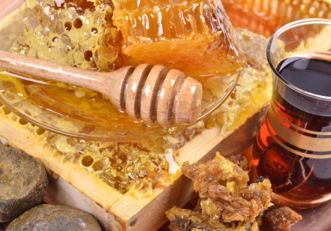 Чем полезен мед с прополисом