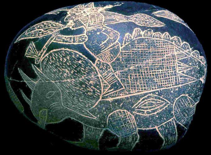 Камень Ики с изображением трицератопса