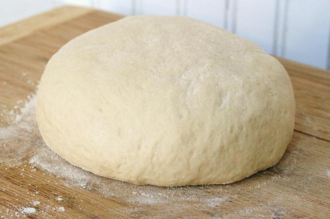 Как правильно приготовить соленое тесто для лепки пельменей, вареников и чебуреков