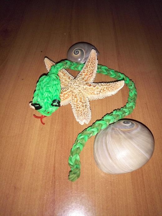 Змейка из резинок rainbowloom