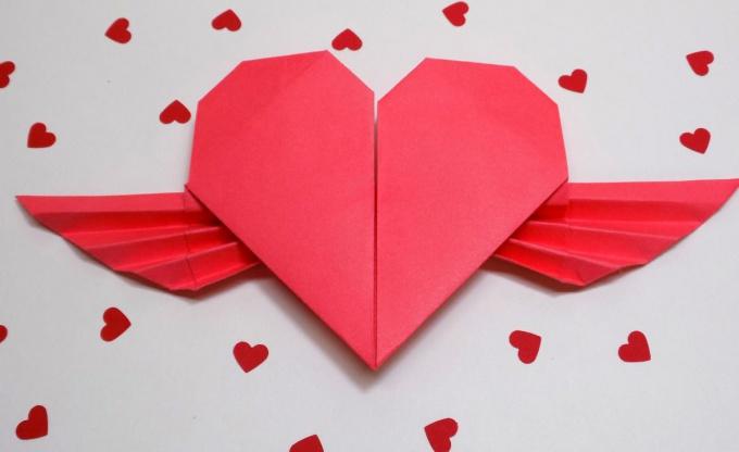 Как сделать валентинку «Летящее сердце»