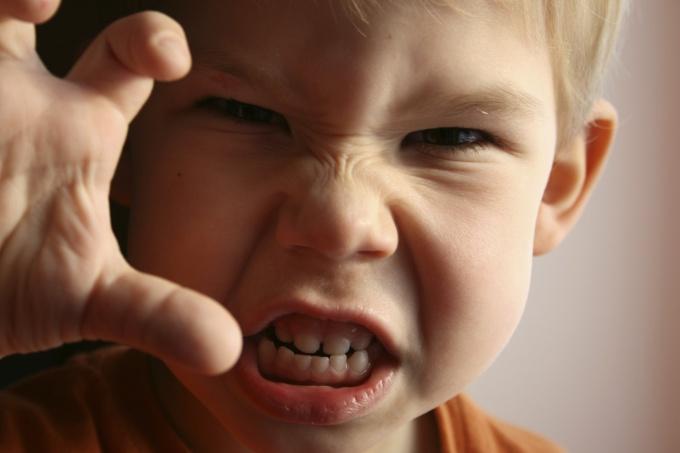 Почему ребёнок становится непослушным? Отношения с детьми