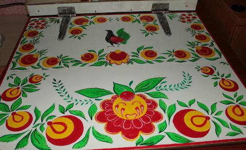 Как просто сделать крышку для песочницы: роспись в городецком стиле.