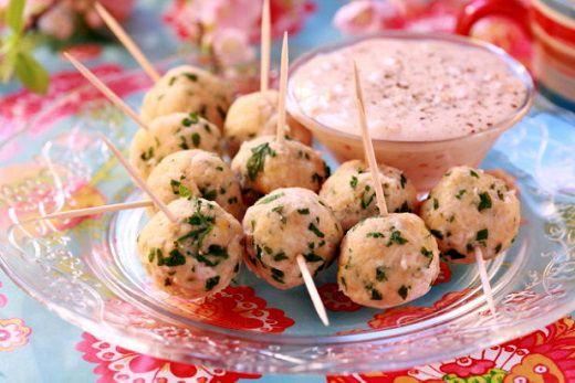 Куриные шарики с сырным соусом
