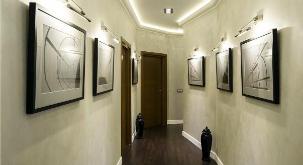 Дизайн узкого коридора в типовой квартире