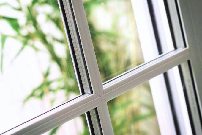 заделывание щели на окнах